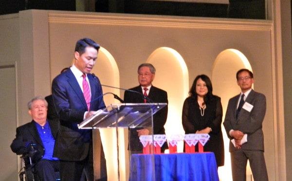 MSNBC anchor Richard Lui accepts his Empowering Diversity award